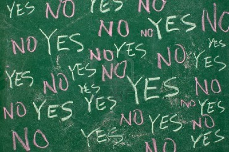 yes-and-no-concept-words-written-with-chalk-on-the-green-board